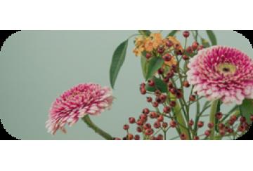 Минимальный цветочный декор в подарок